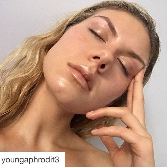 #Repost @youngaphrodit3 with @repostapp. ・・・ When you're greasy & have a weird nose, but it's okay because you love yourself.  #vscocam
