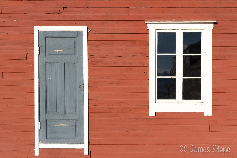 Ny-Ålesund Doorway