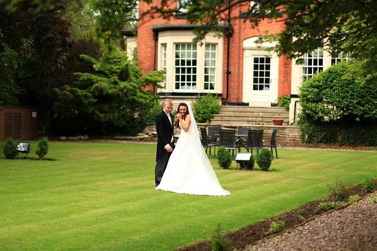 pinewood-hotel-wedding.jpg