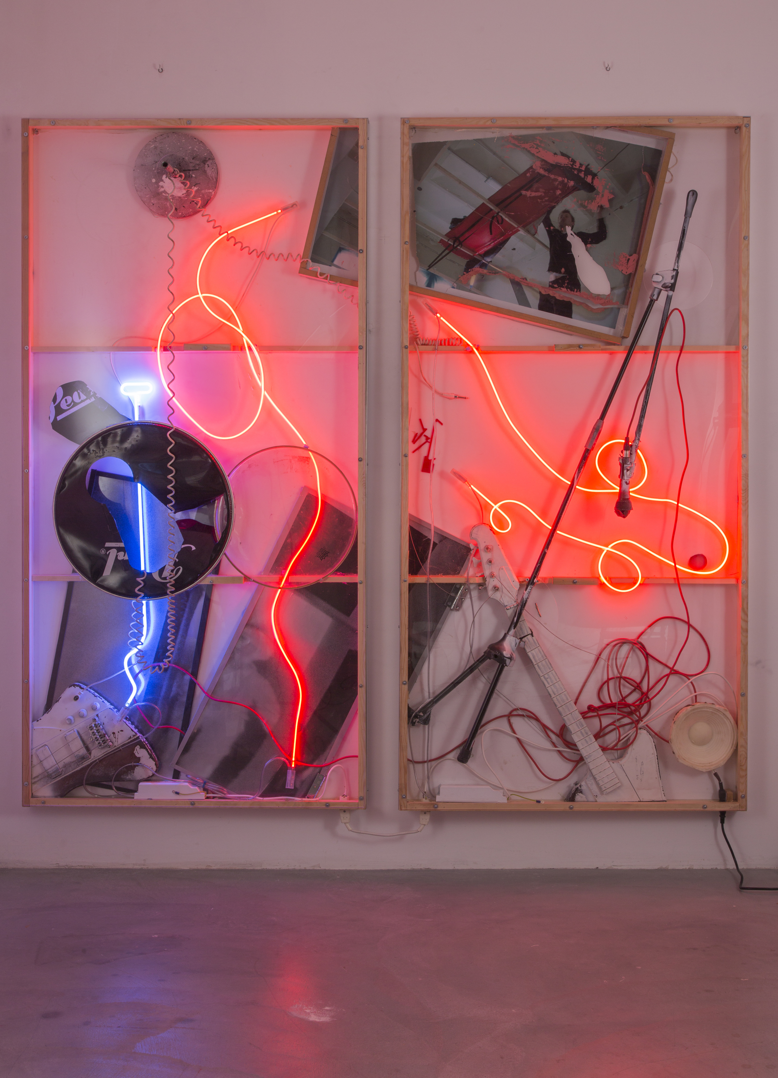 Joris Van de Moortel ,  Dramatic lightning and billows of fog, it's rare for any two performances to look and sound exactly the same  (2015). 78.95 x 83.45 x 7.9 inches. Digital printing, oil painting, neon, Plexiglass, wood, aluminum, cables, battery pieces, microphone stand, microphone, speaker resin and various objects undefined. ( Photo :   ©   WE DOCUMENT ART)