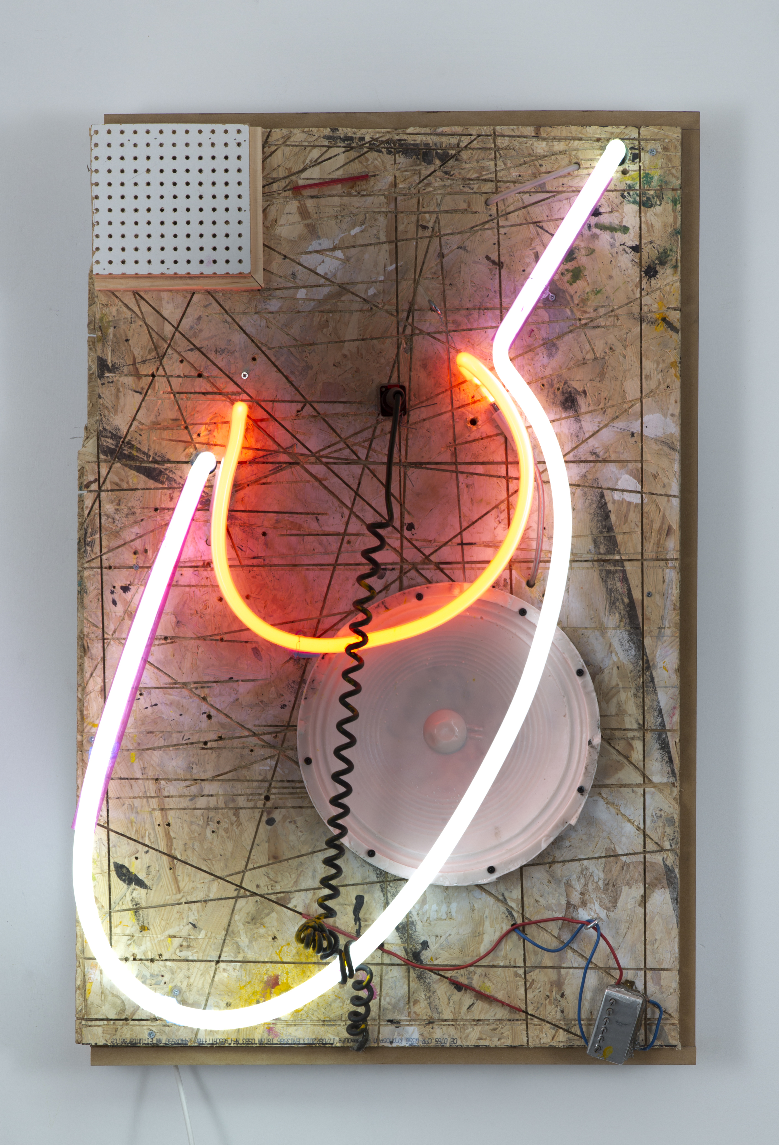 Joris Van de Moortel ,  A sudden gall of unheard-of violence  (2015). 37.8 x 24.4 x 7.8 inches. Neon, wood, resin speaker, microphone, acoustic guitar, cable wound. ( Photo :   ©   WE DOCUMENT ART)