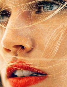 Frau mit roten Lippen.jpg
