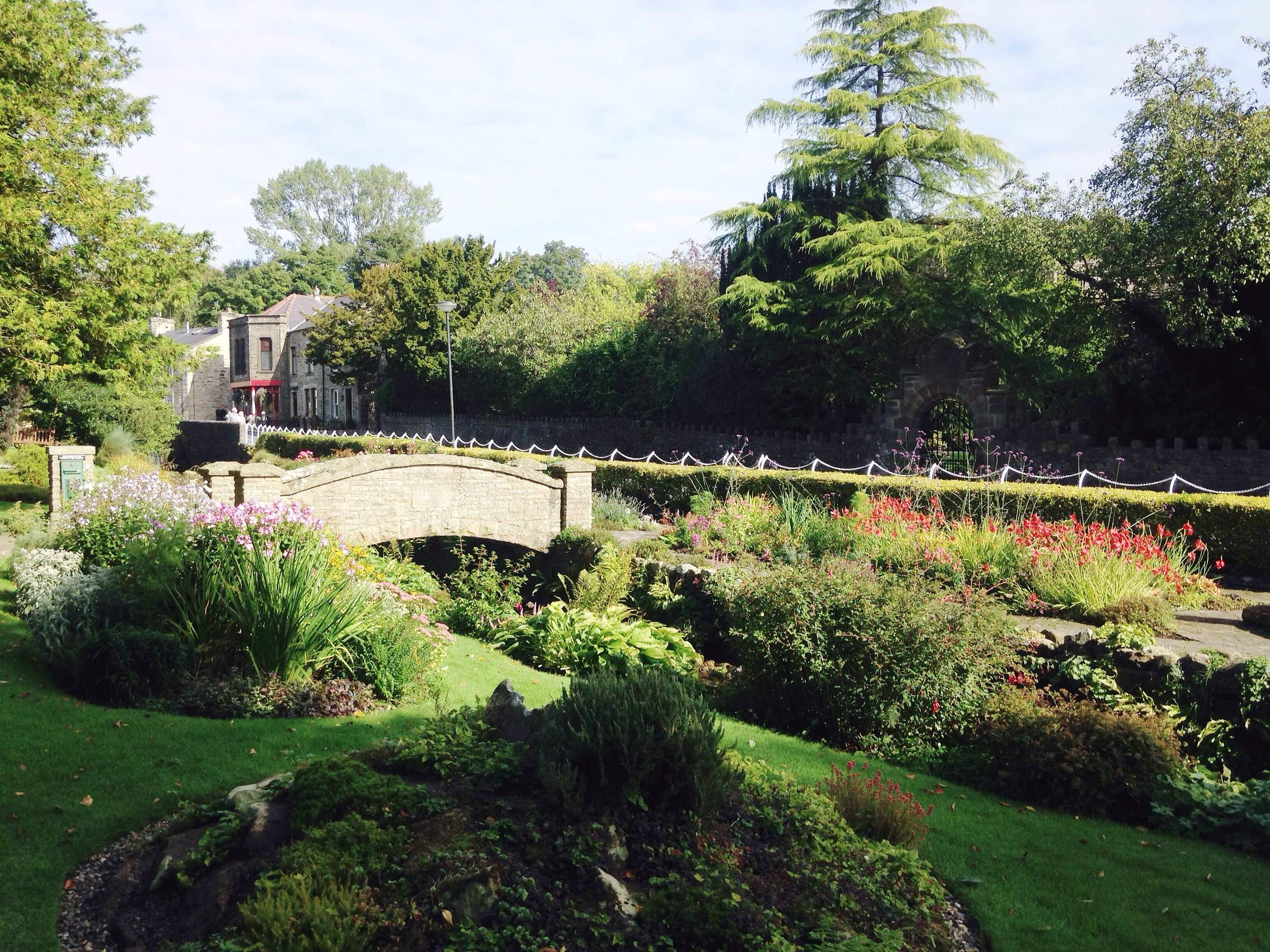 Gardens and a tea room in Waddington