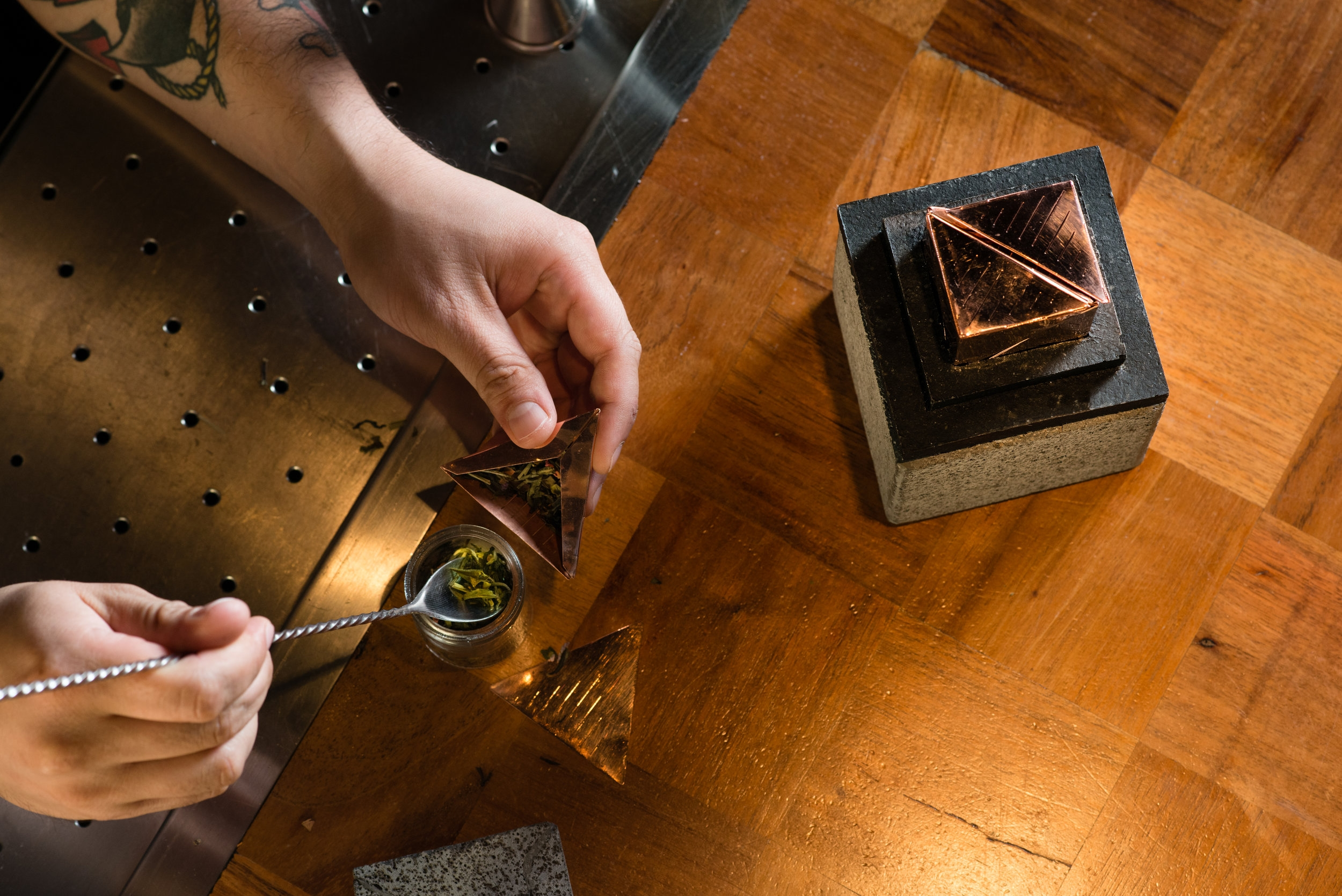 SHARING EXPERIENCE   The Copper Catalyst benefits from its separate infusers, giving the opportunity for people to share the experience while having the chance to individually personalize each drink.