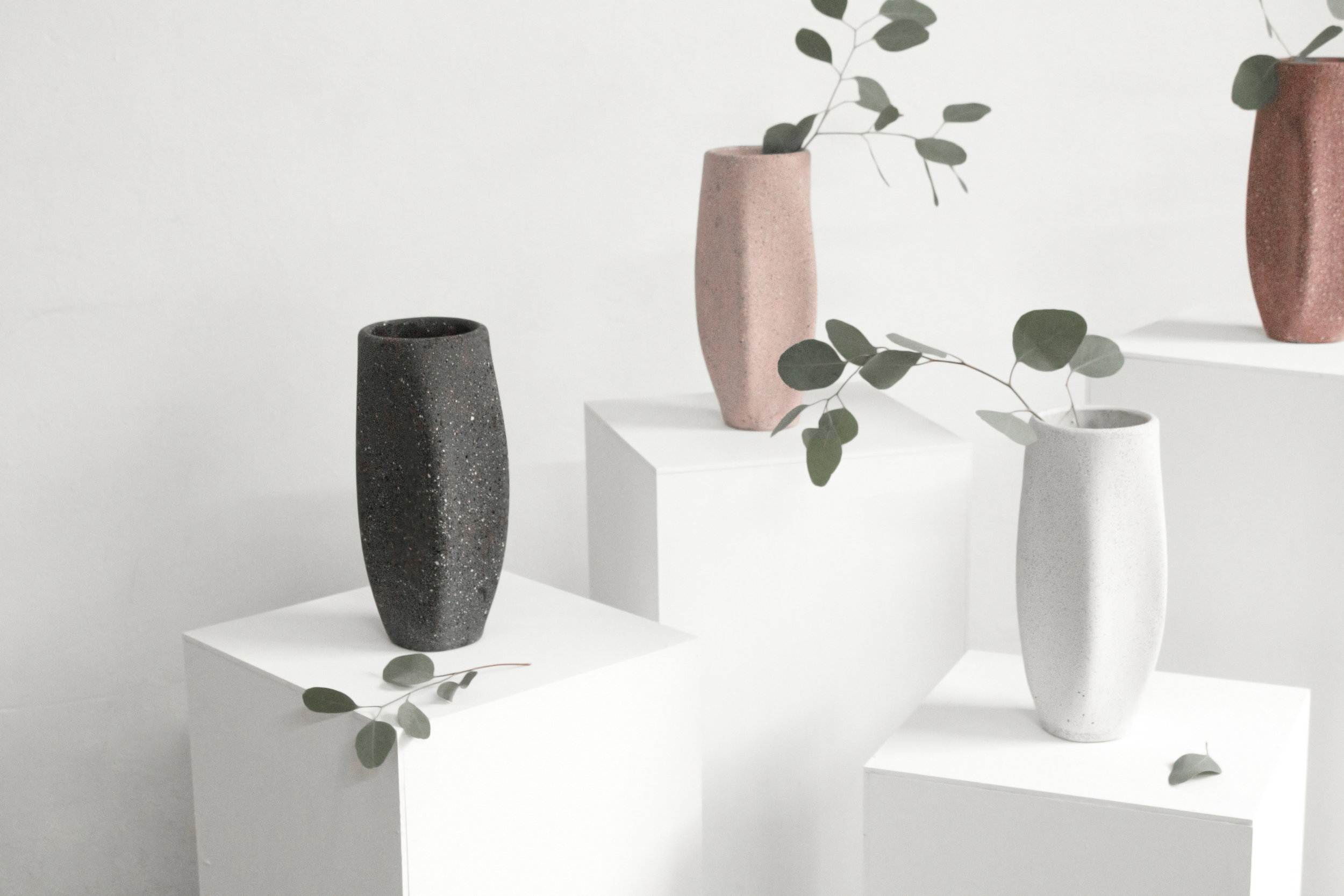 2017   DESIGN WEEK MEXICO   La Galeria Mexicana de diseño creates a series of vases with the cantera palette @Inedito.