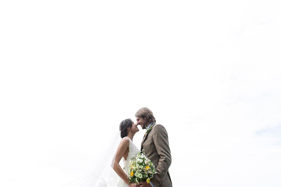 fun_countryside_wedding_01