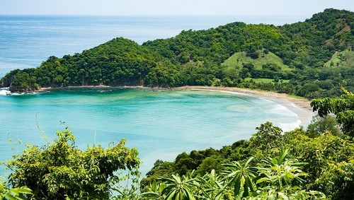 3. COSTA RICA PLANS TO BE FIRST CARBON & PLASTIC-FREE COUNTRY BY 2021 - Apparently to some governments, nature really does come first.