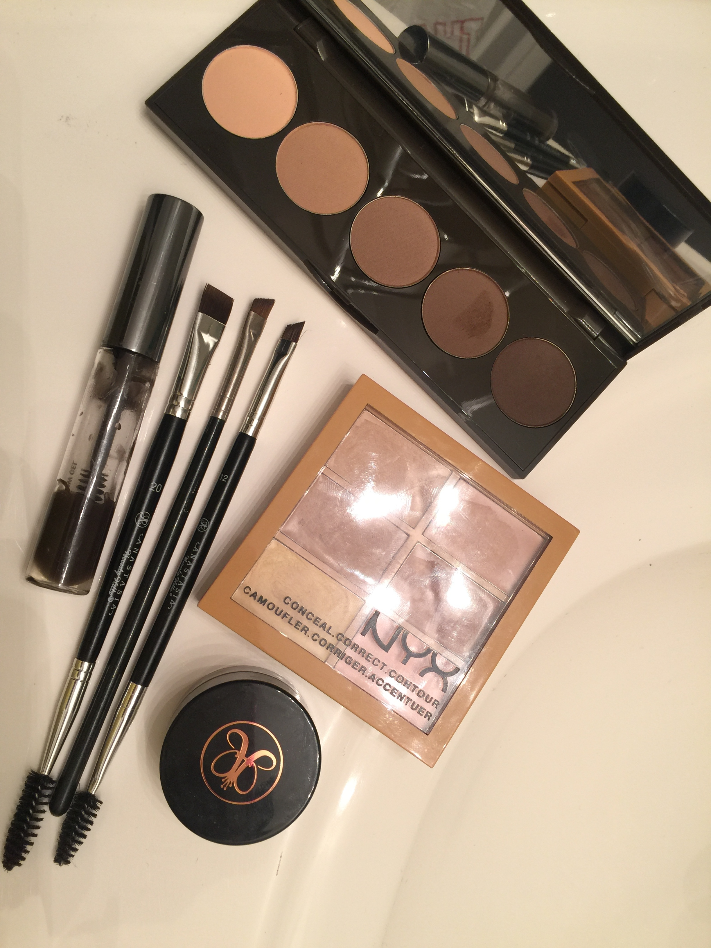 JayChantelle's daily eyebrow products.