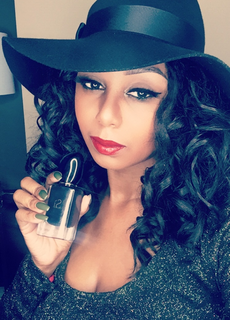 JayChantelle is wearing Giorgio Armani Lip Maestro number 201 while enjoying the fragrance of Si.