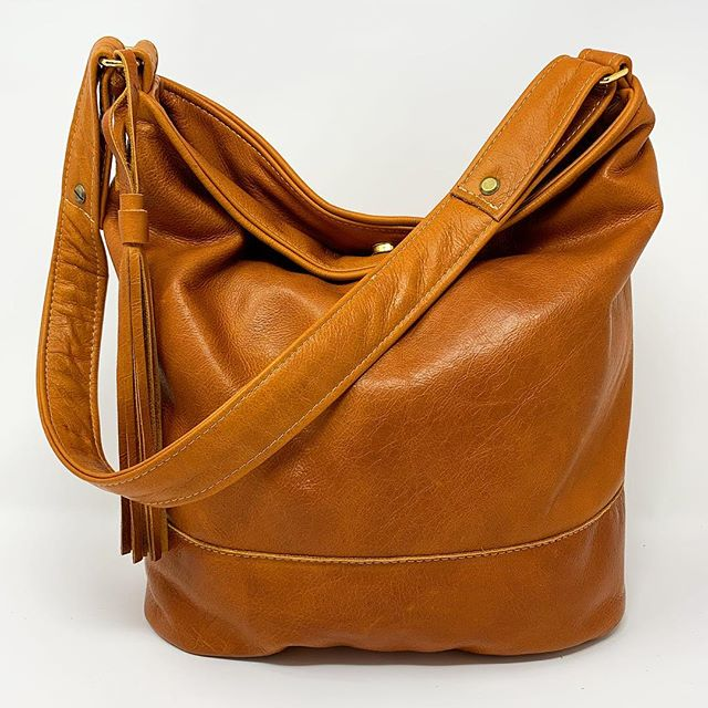 Adding bags daily to my inventory to take to Indiana Artisan Marketplace April 6 and 7 at the Indiana State Fair grounds. So many one of a kind pieces! This one is particularly buttery soft! #indianaartisanmarketplace #madeinindiana #handmadeleatherbags #oneofakind#tanleather #artfairs#indianaartist