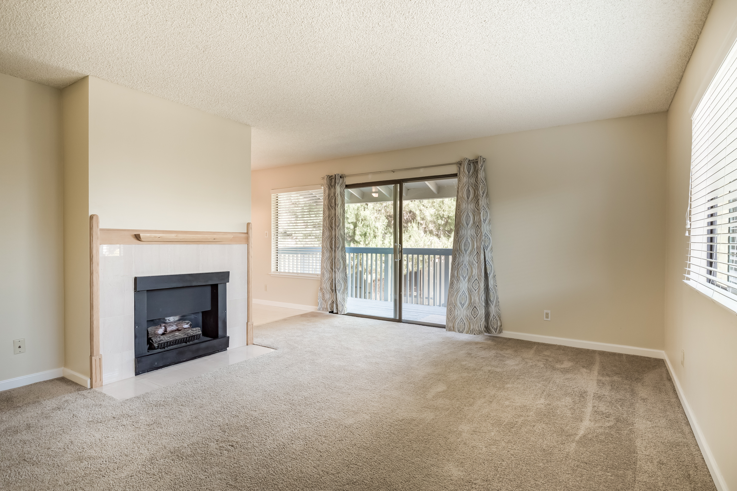 1925 46th Ave. #172: Clean Capitola 3BR Condo with new Carpets, and cozy gas fireplace