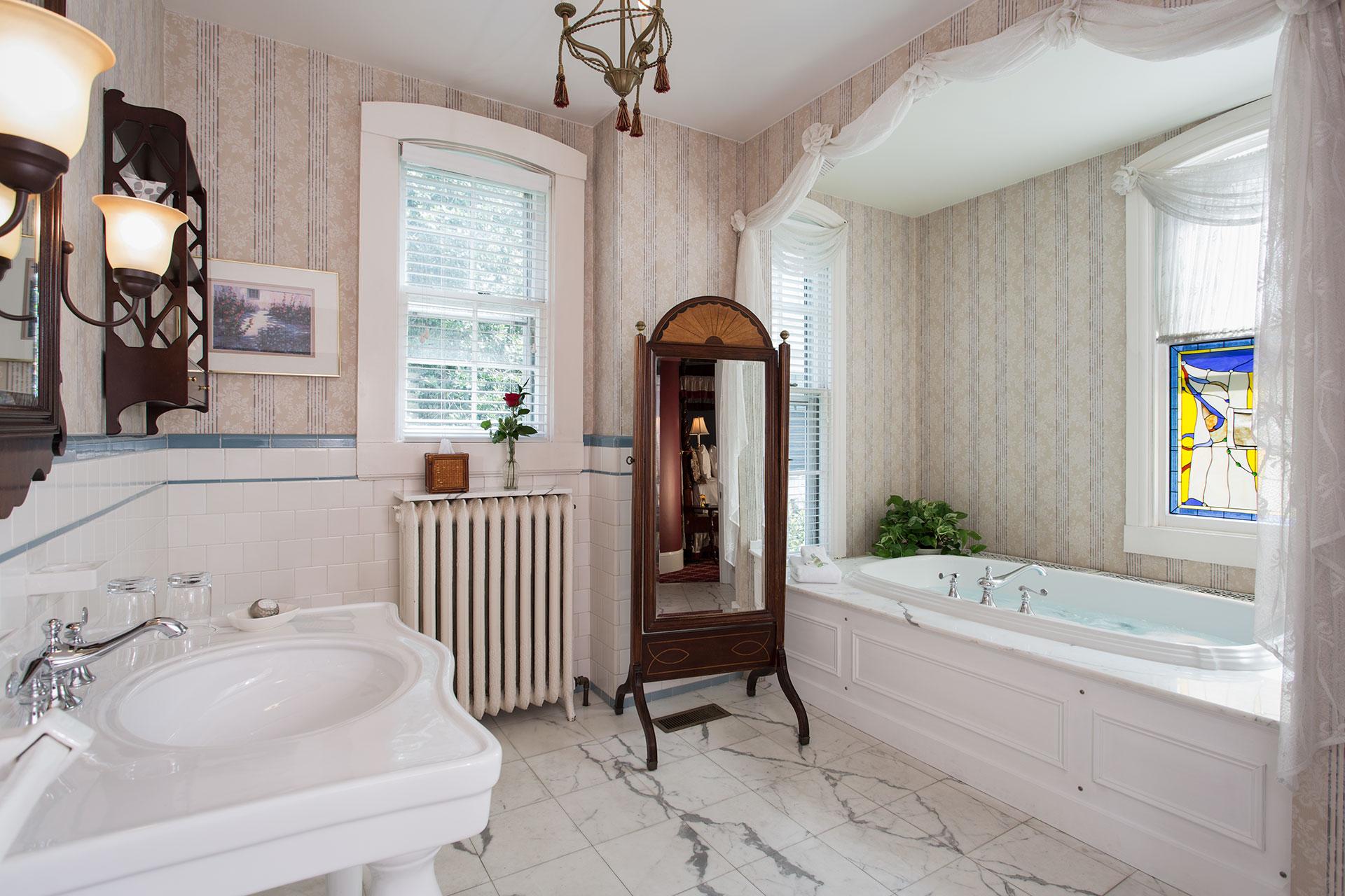 The John Guest Room Bath at La Farge - Newport, RI