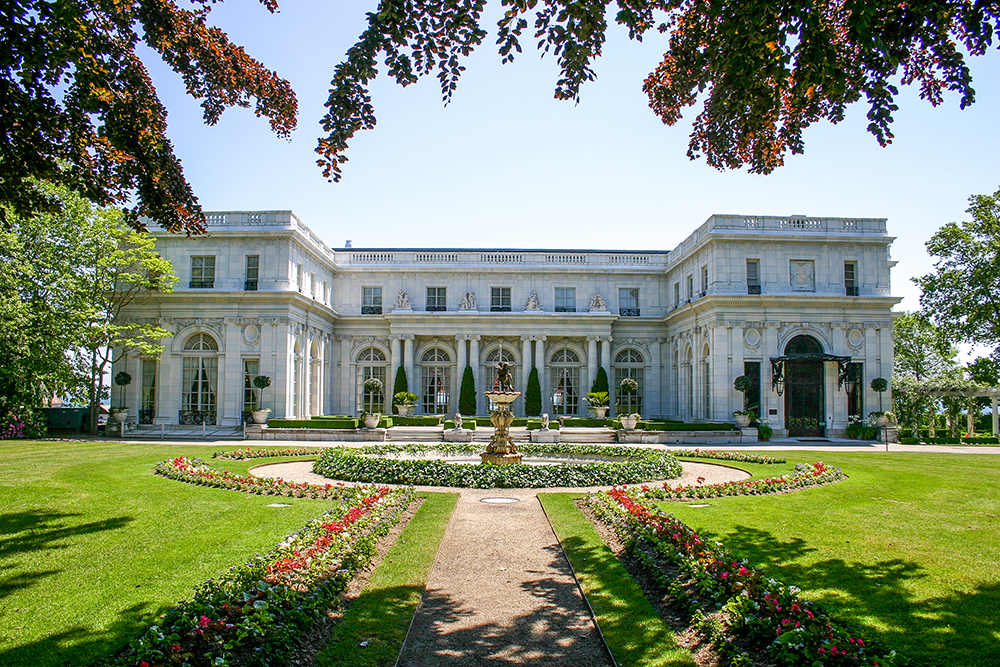 Rosecliff-Mansion_Newport_La-Farge-Perry-House.jpg