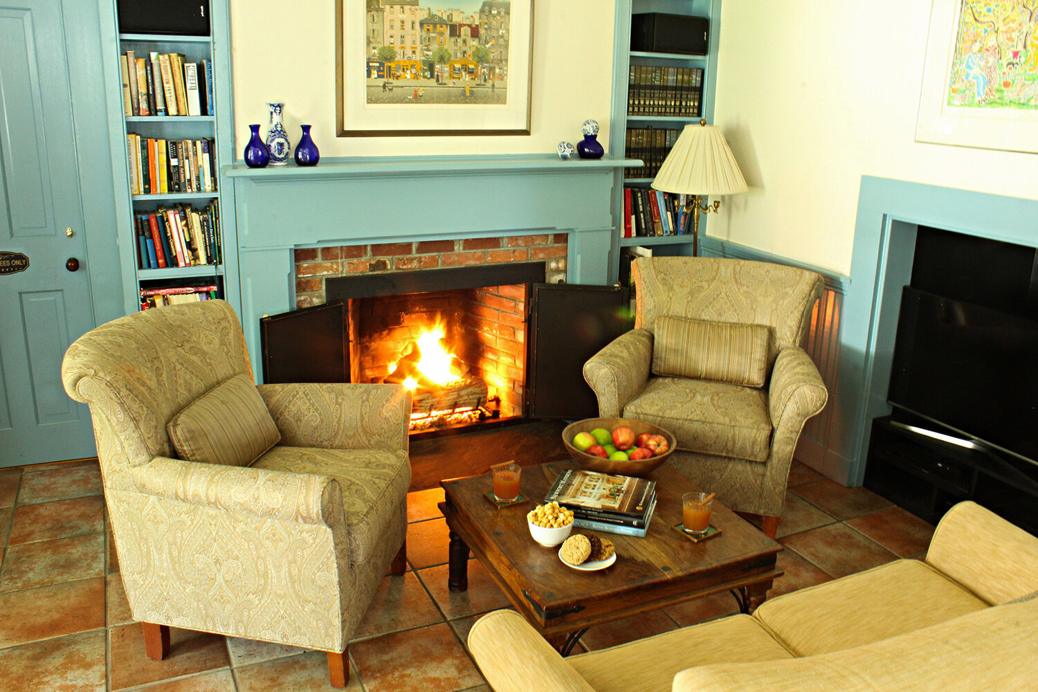 Fireplace_Living-Room_Stay-More-Save-MoreLa-Farge-Perry-House.jpg