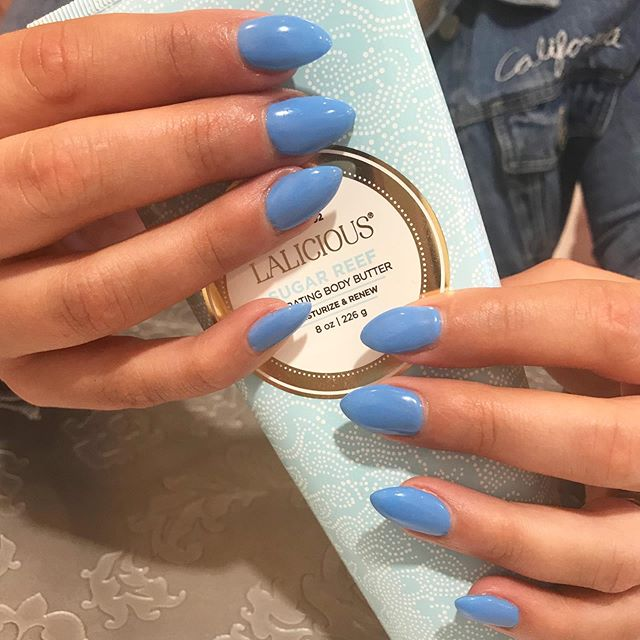 It's the color of the season! Blue, baby!!! 💙💙💙💙 Perfectly matched with @lalicious_la Sugar Reef Hand cream and body butter for that mmmm fragrance! @nicolesobering at @sagebeautybar . . . . . #sagebeautybar #yxe #yxesalon #yxenails #cobaltblue #spring #springcolors #saskatoon #saskatoonnails #306 #306nails #bestofyxe @amorepacific_us @akzentz #akzentz