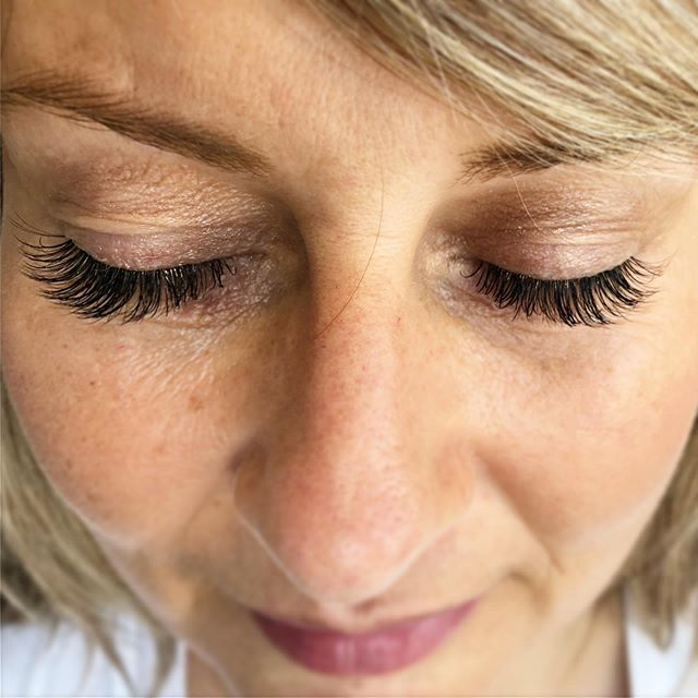 Loving those full and fluffy lashes 💁🏼‍♀️ @sagebeautybystacey at @sagebeautybar  Book in for your own set of lashes, we customize your look! . . . . . #sagebeautybar #lashextensions #bestofyxe #stonebridge #fullset #yxe #yxelashes #lashista #xtremelashes @xtremelashes.canada #summerlashes #saskatoon #sklashes #yxesalon