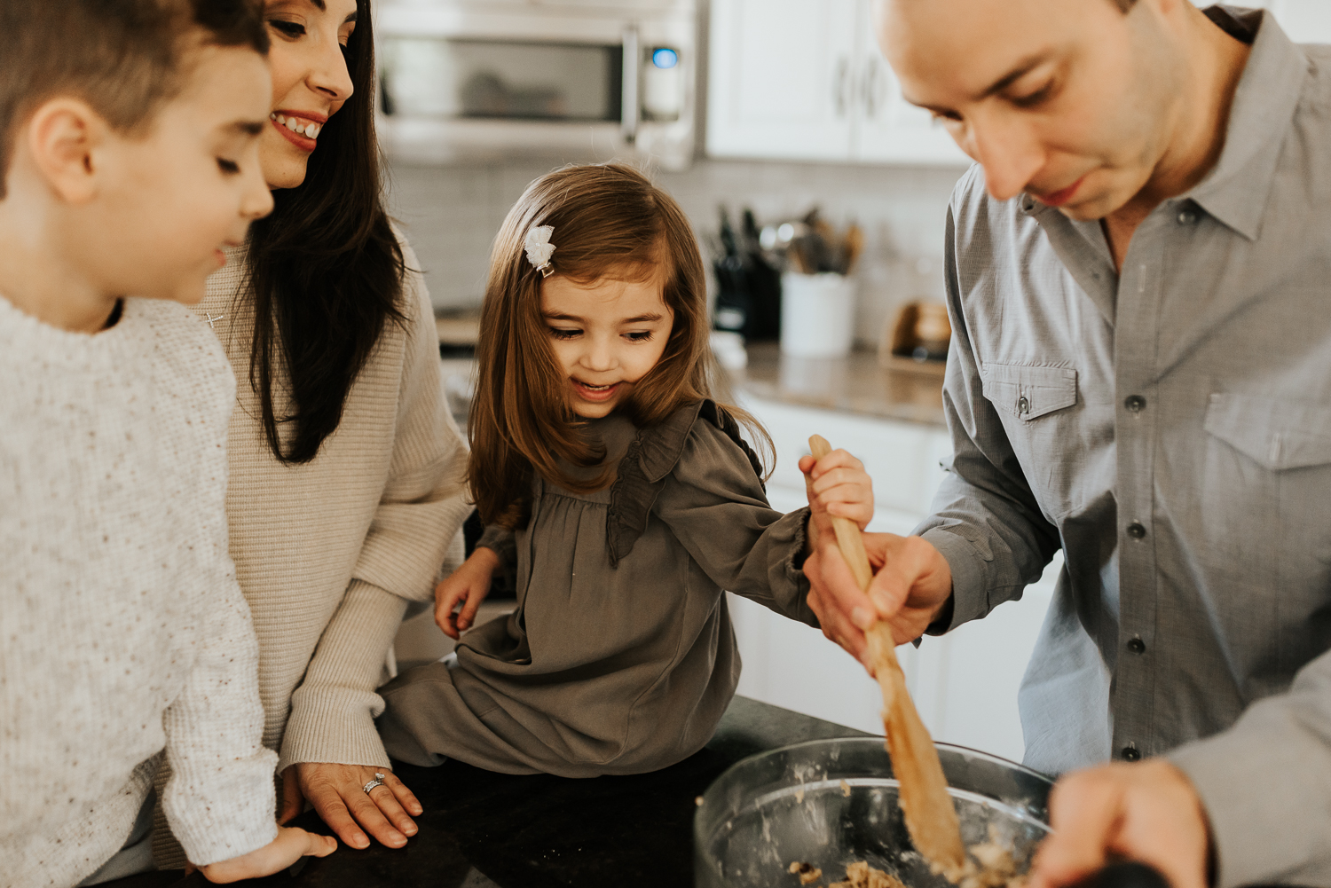 pa-family-photographer-in-home-sessions-baking-cookies