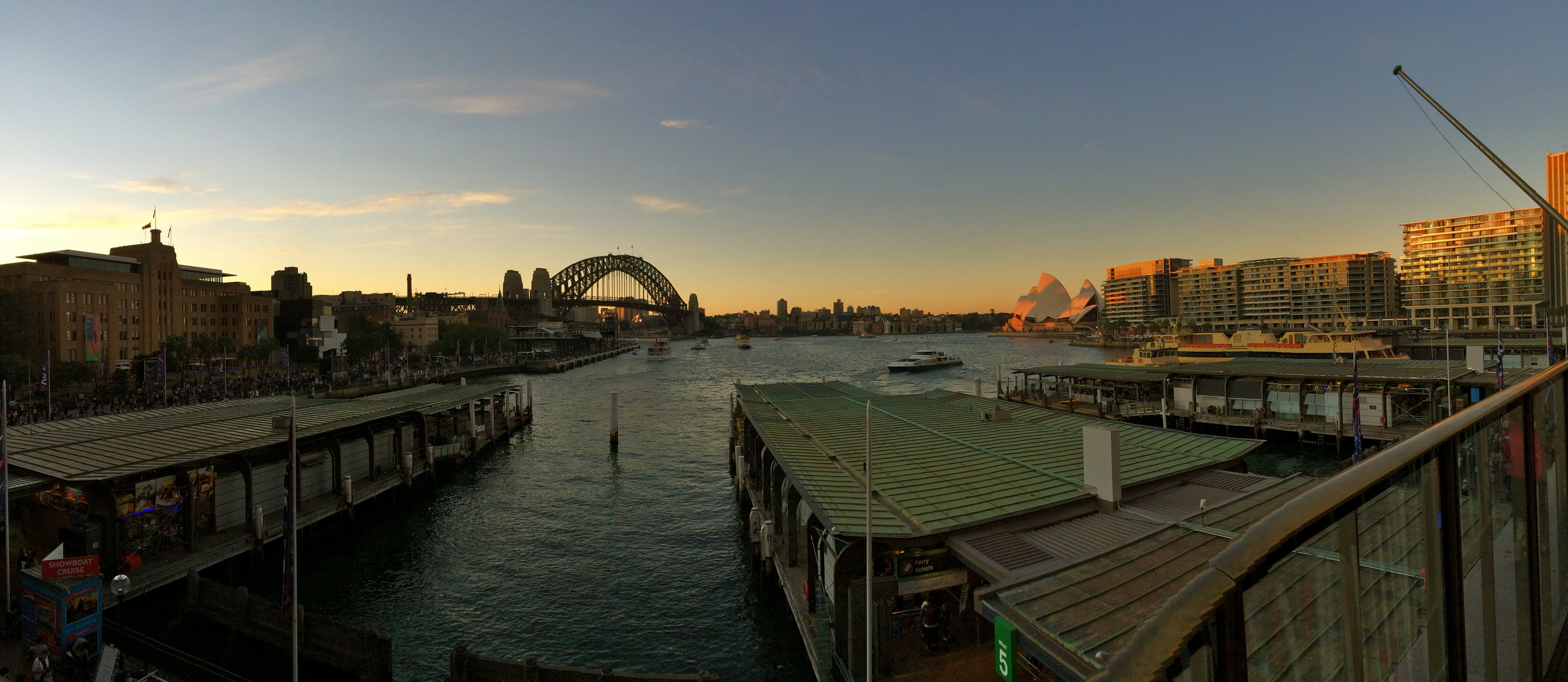 ◆ Sydney Harbour at dusk