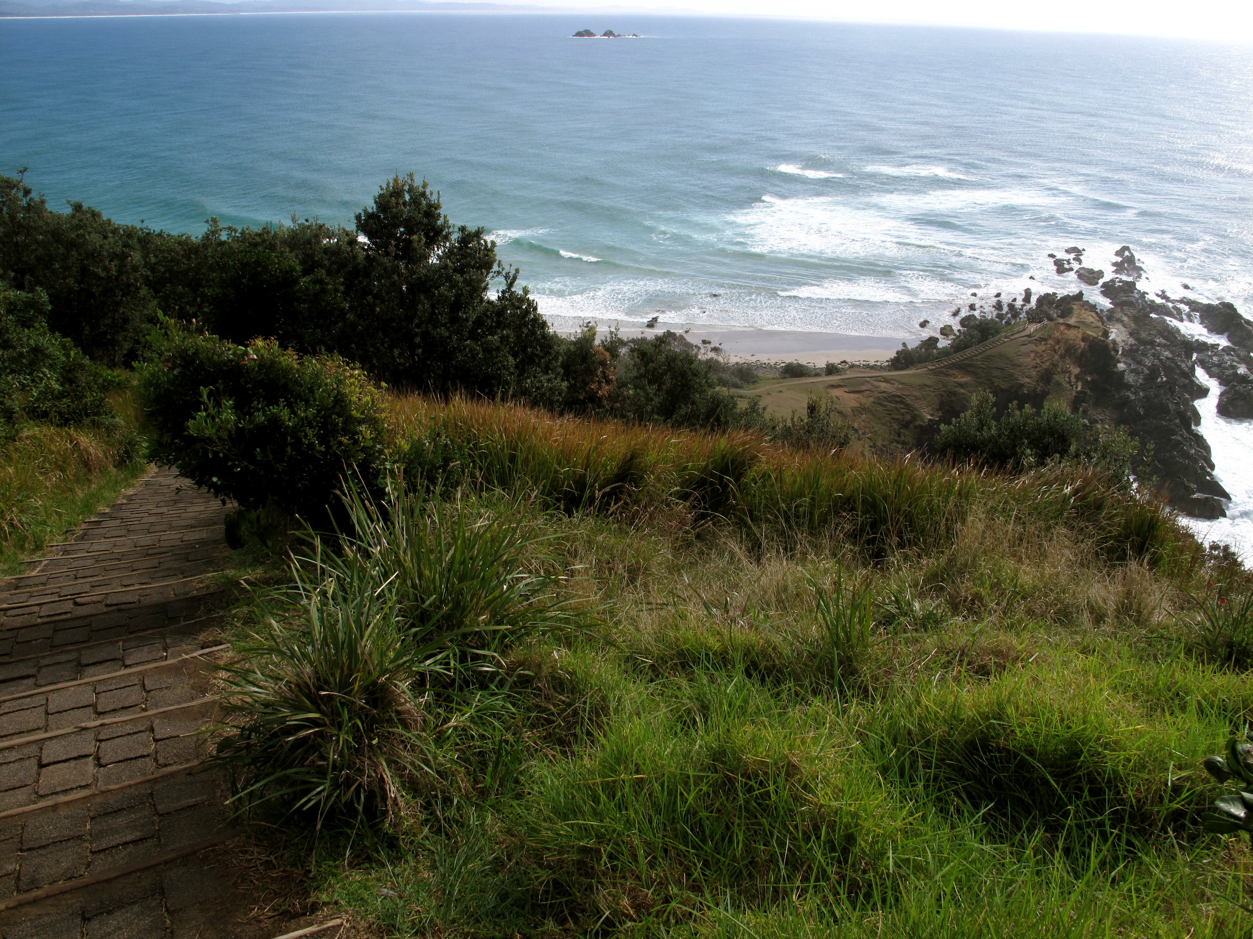 ◆ Looking down from lighthouse at Cape Byron
