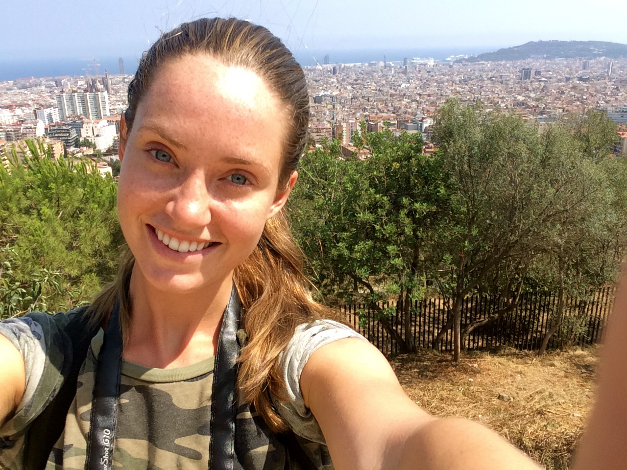 ◆  Ultimate tourist at the top of Park Guell over looking Barcelona