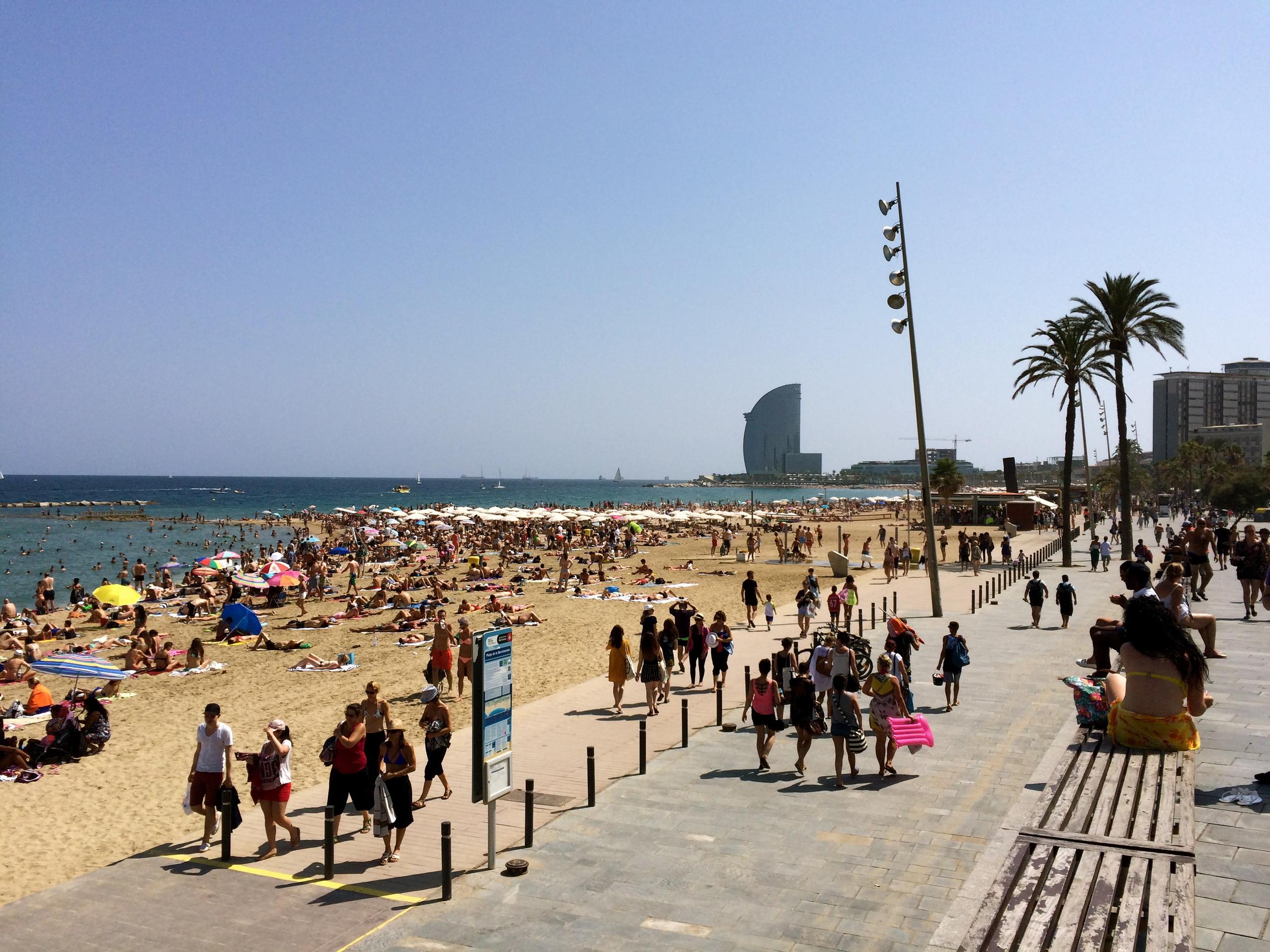 ◆  Barcelona beach