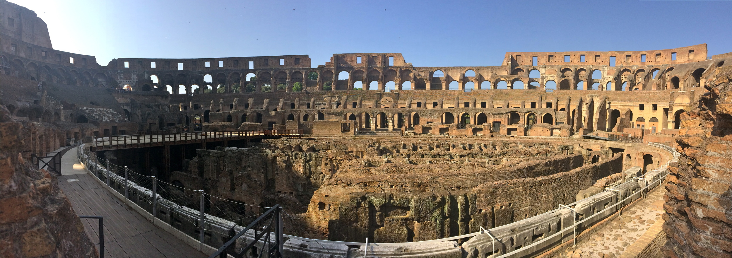 ◆  Colosseum before the herd of tourists