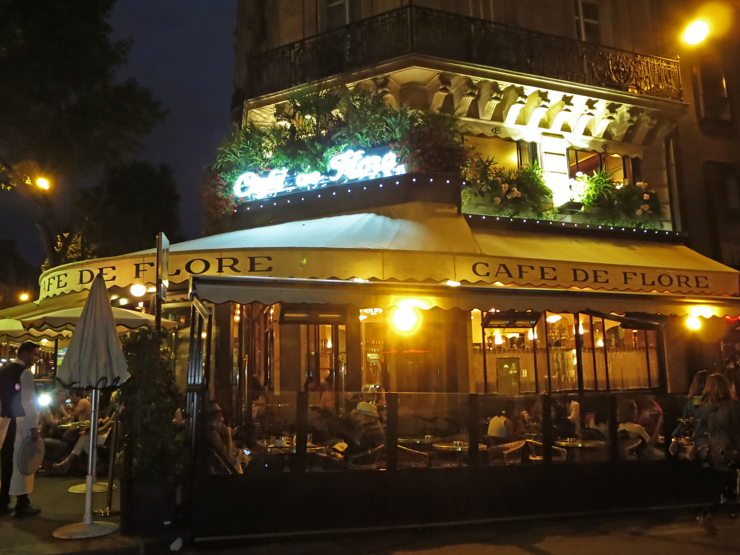 CAFE DE FLORE, 172 Boulevard Saint-Germain, 75006 Paris, France