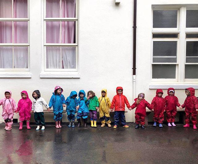 . Greenwood School, rainy days! 🌈🌈👯♀️👯♂️ . . . . . #greenwoodschoolmillvalley  #millvalley #ca #rainydays #freshair #headhandsheart
