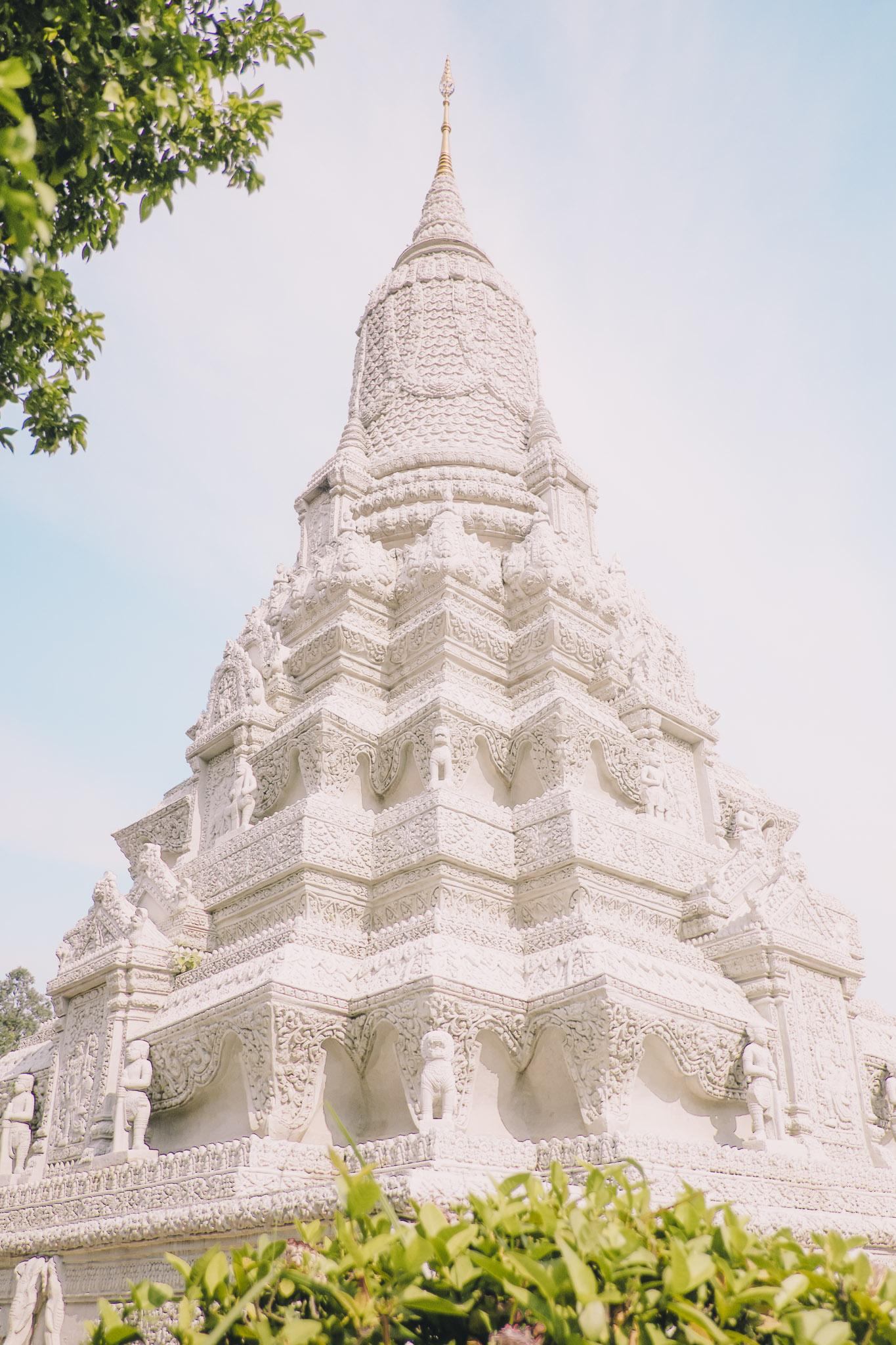 cambodia-phnom-penh-royal-palace-3.jpg
