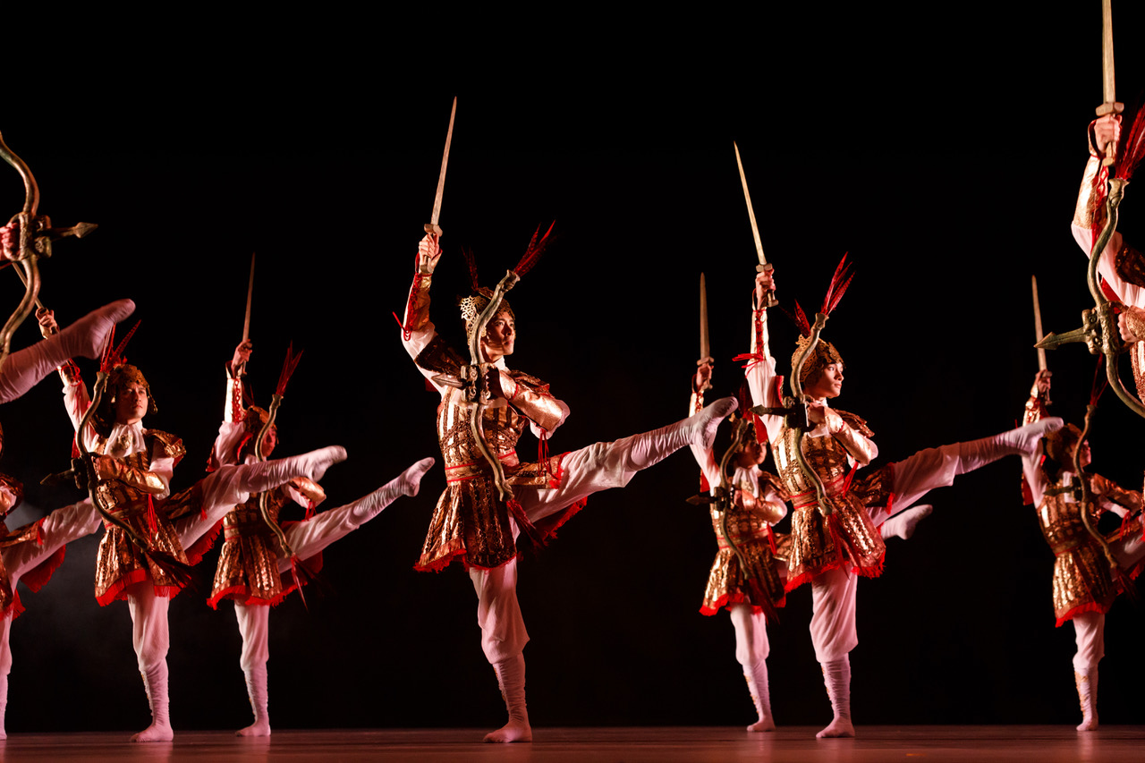 Hong Kong Dance Company. 踏歌行 (Dream of the Past).