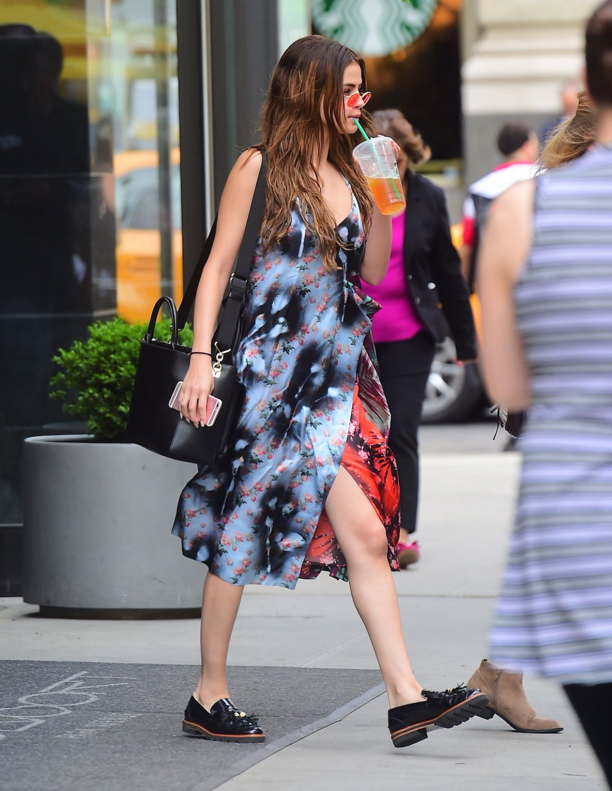 selena-gomez-out-and-about-in-new-york-06-01-2016_1.jpg