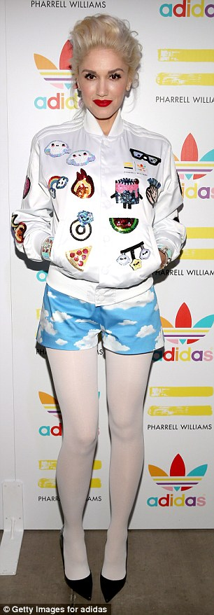 313CCE6900000578-3448265-Rock_it_Gwen_Stefani_s_embraces_the_trend_with_an_emoji_patterne-a-420_1455562797620.jpg