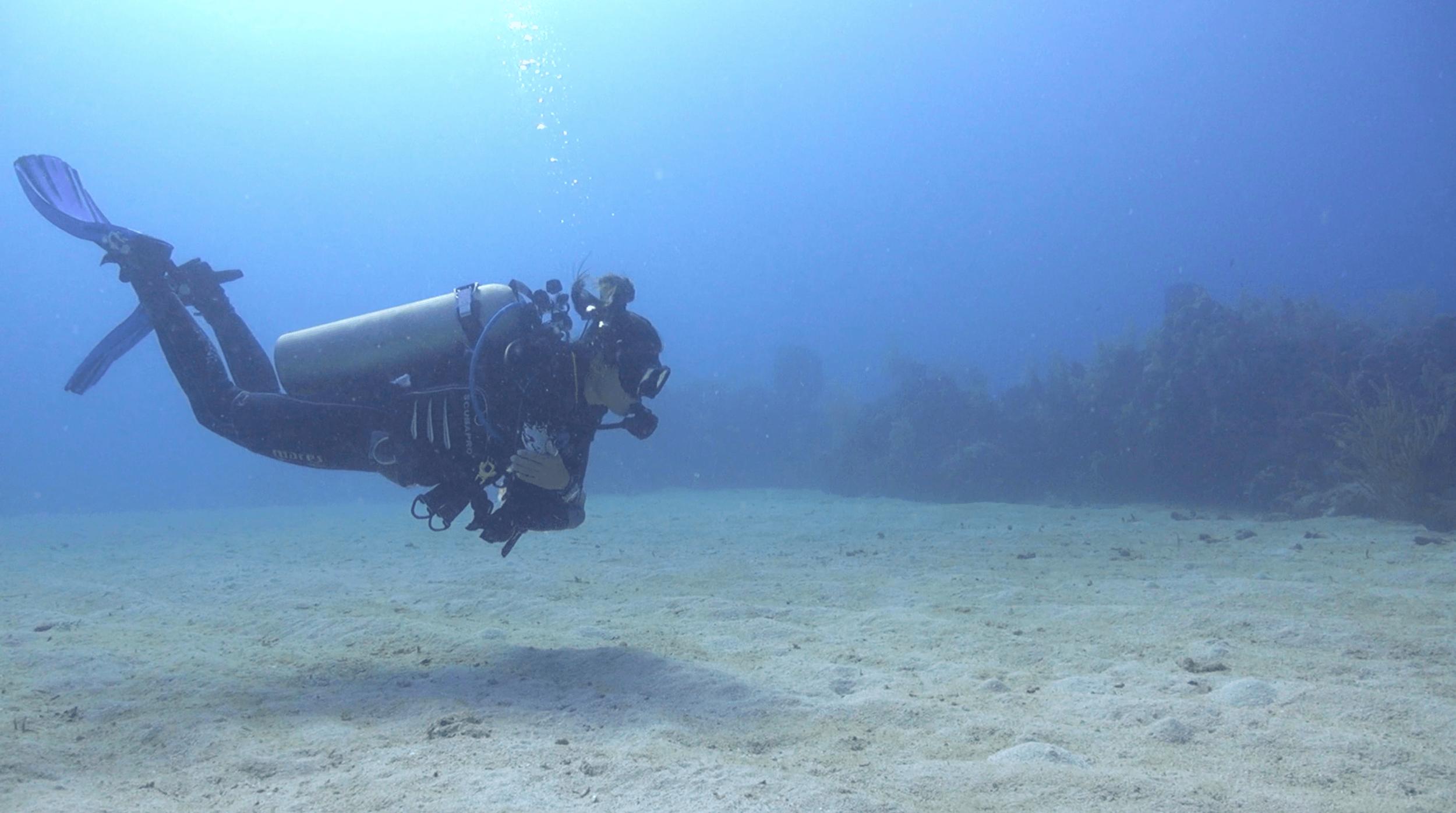 Instructor Eri demonstrating great buoyancy control.