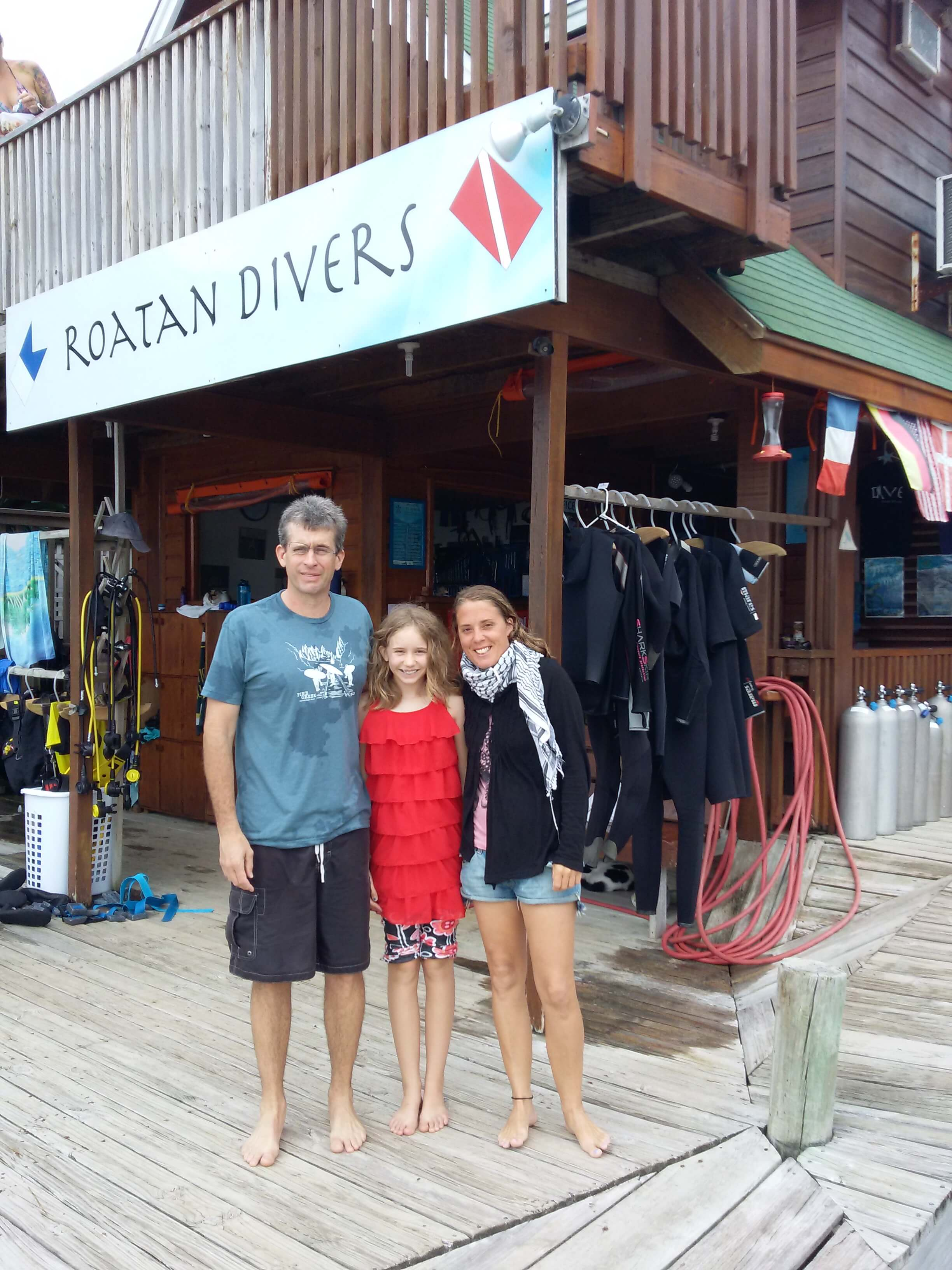 Joel and Grace completed their PADI Open Water Diver course with Roatan Divers