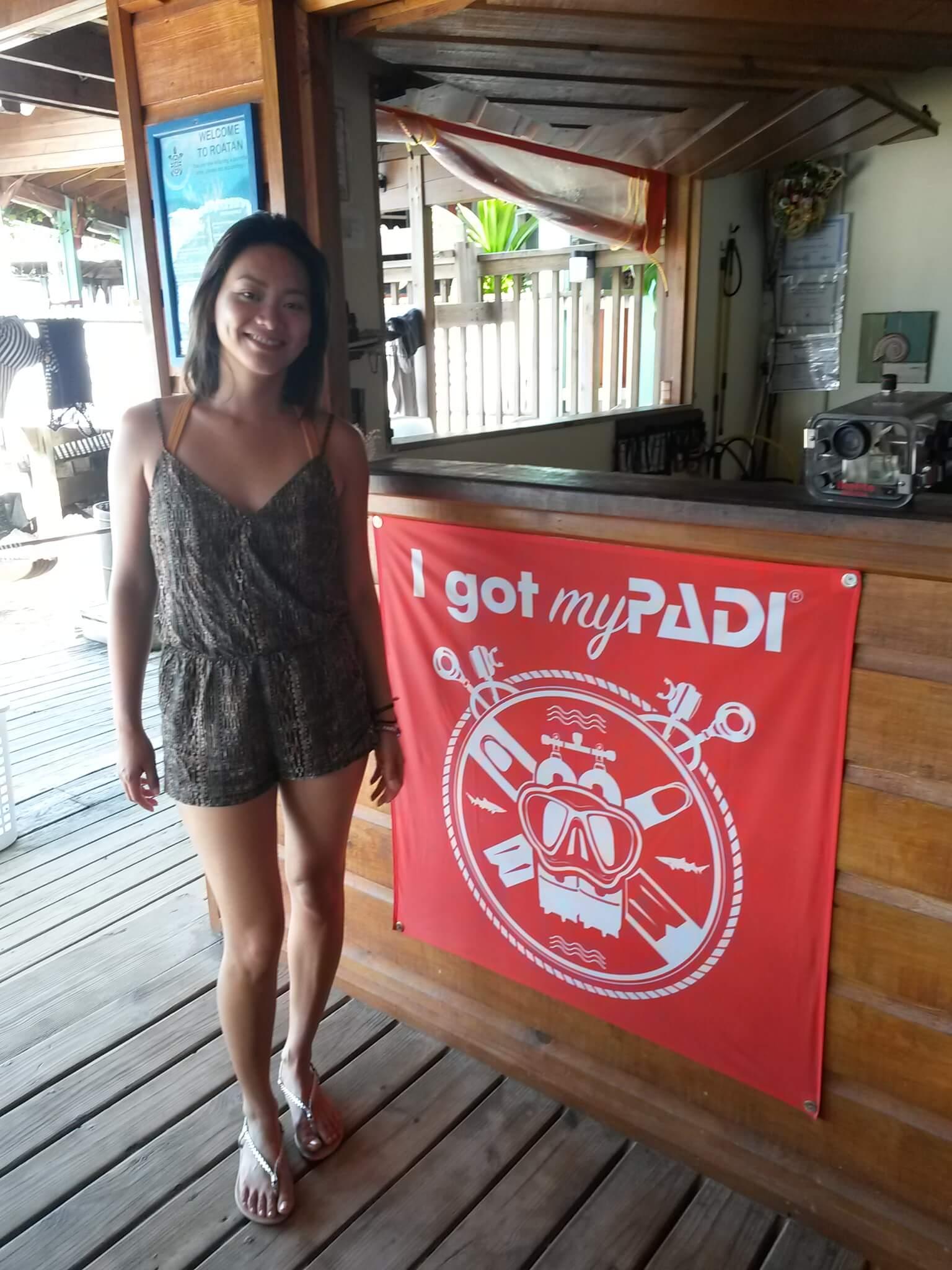Melissa PADI Advanced course Roatan Divers