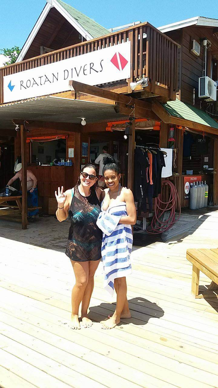 Alexis after trying out her first dive on Roatan!