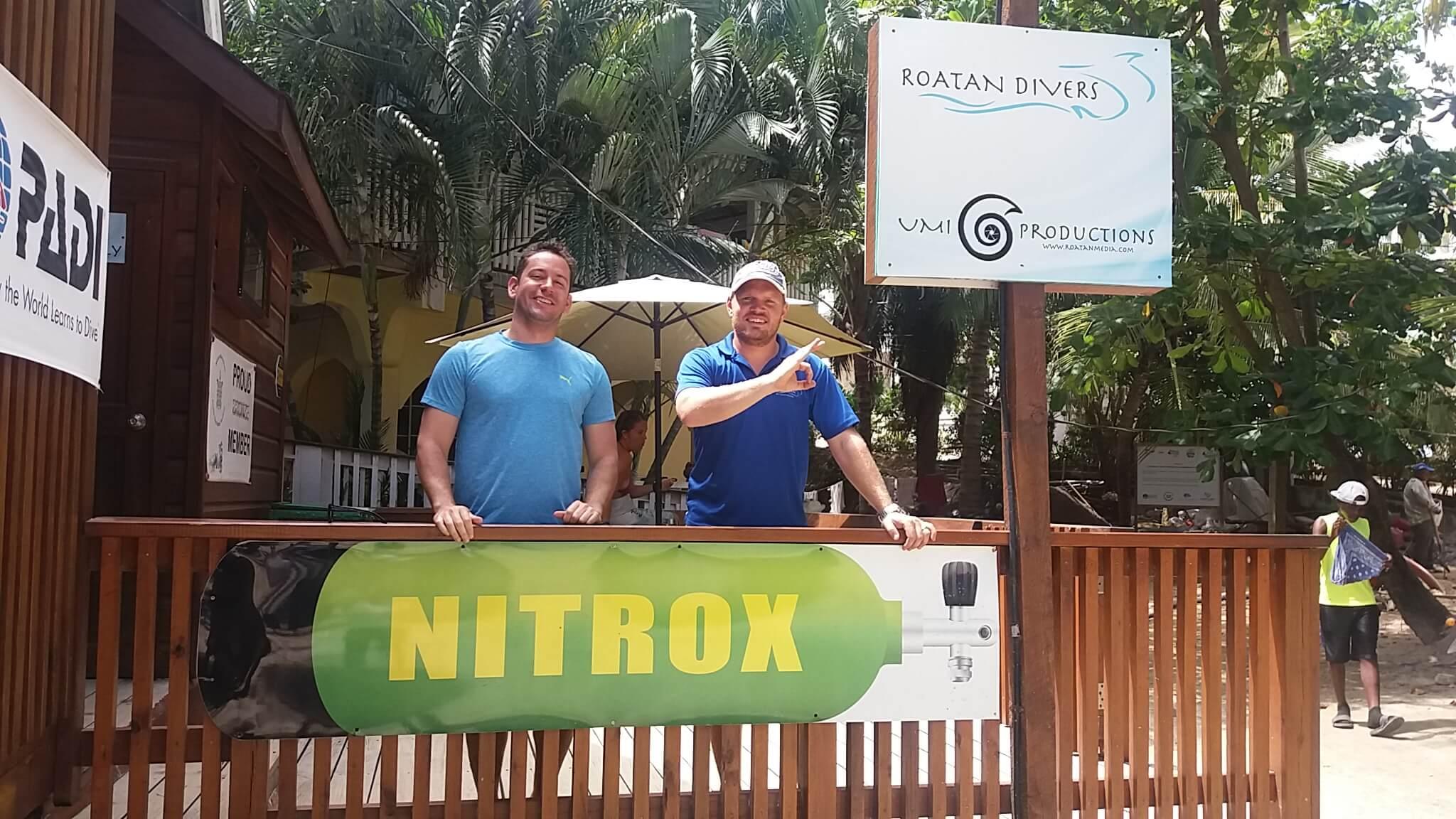 PADI Enriched AIr Nitrox Roatan Divers