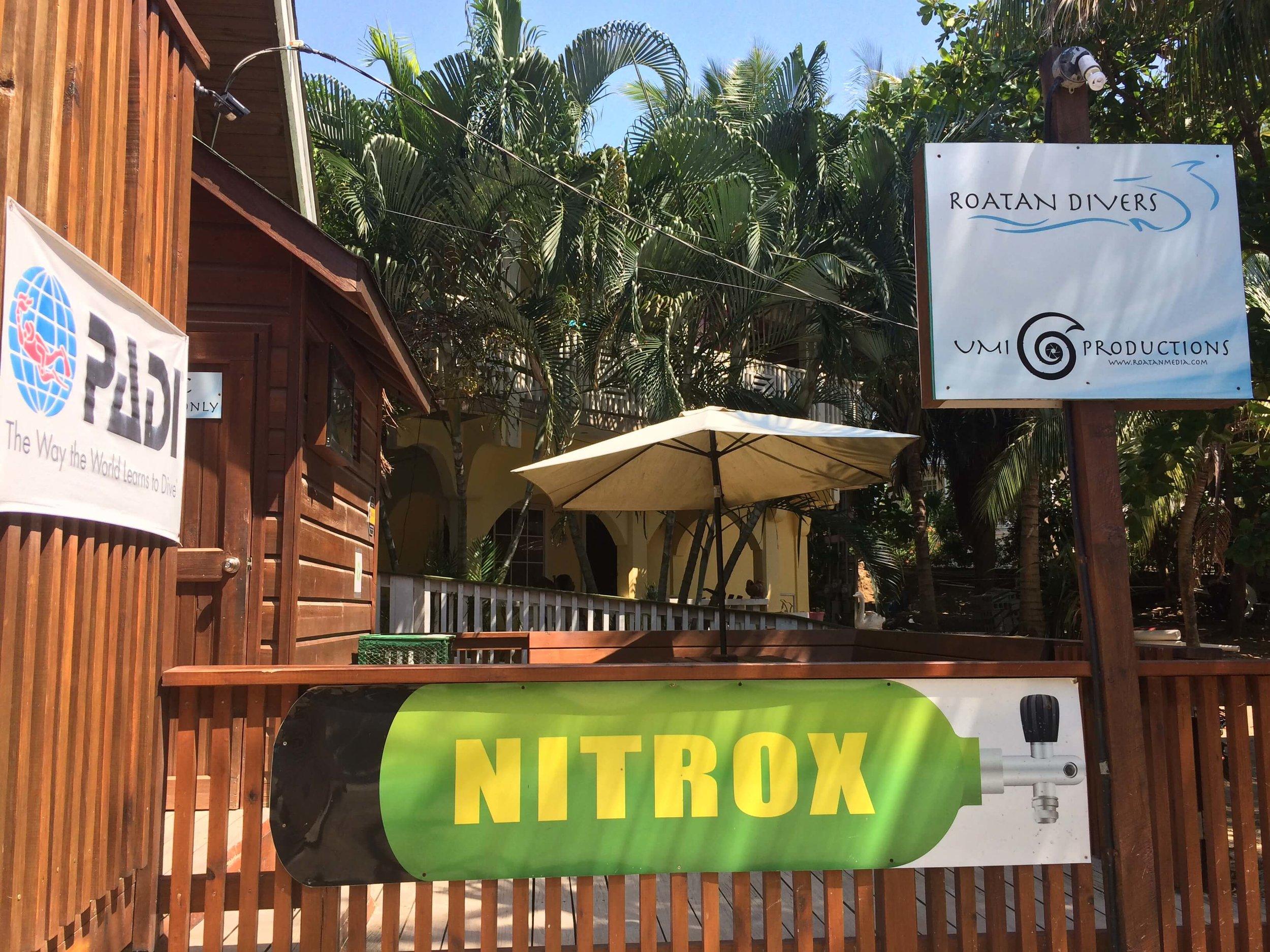 Roatan Divers scuba diving Enriched Air Nitrox get certified