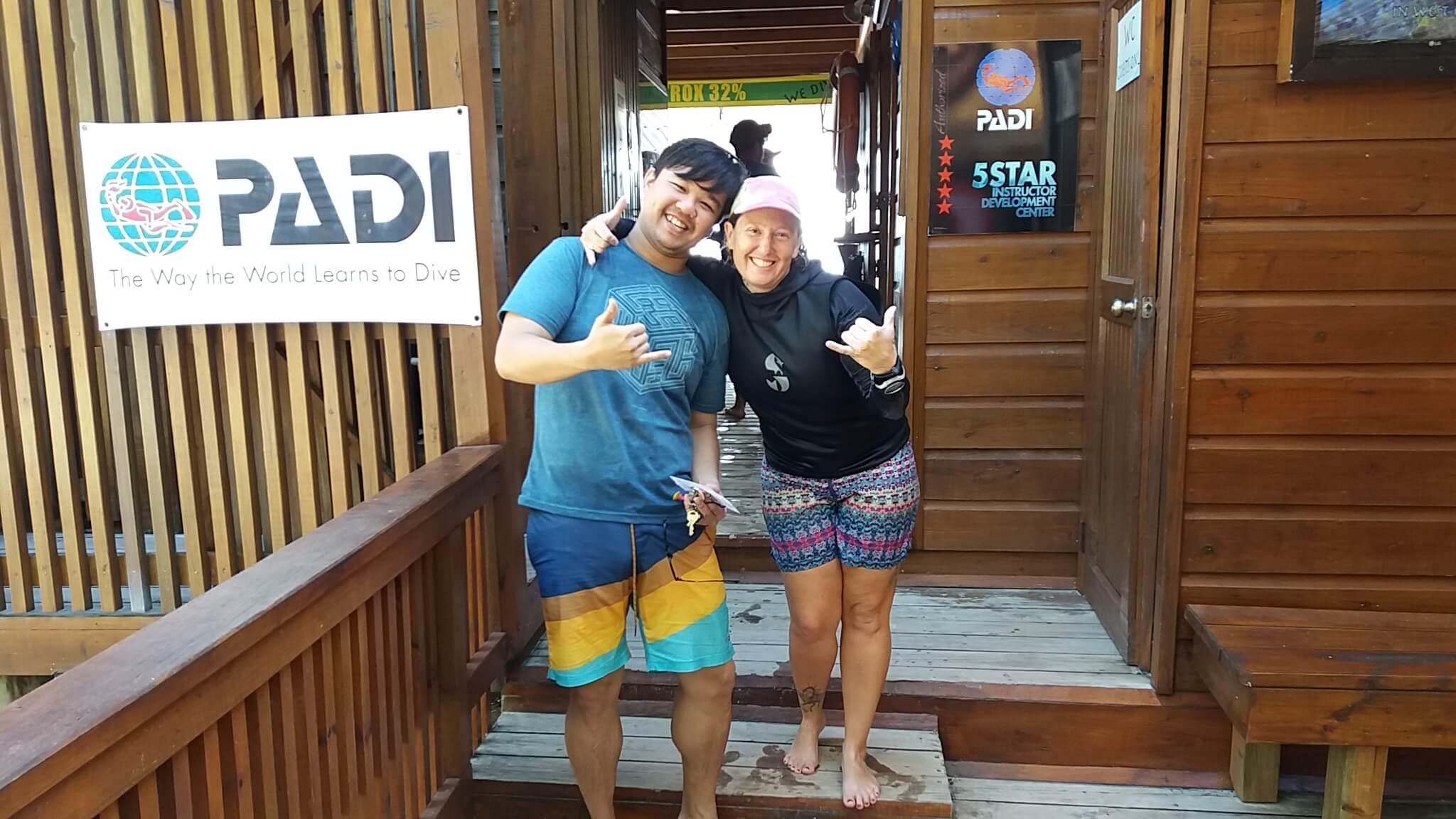 try scuba diving Roatan Divers