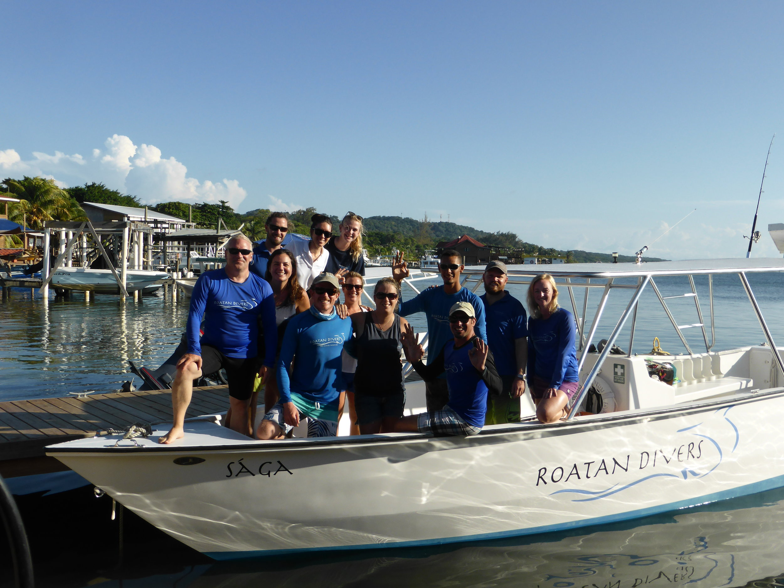 The Roatan Divers Team at the end of Season 4, October 2017