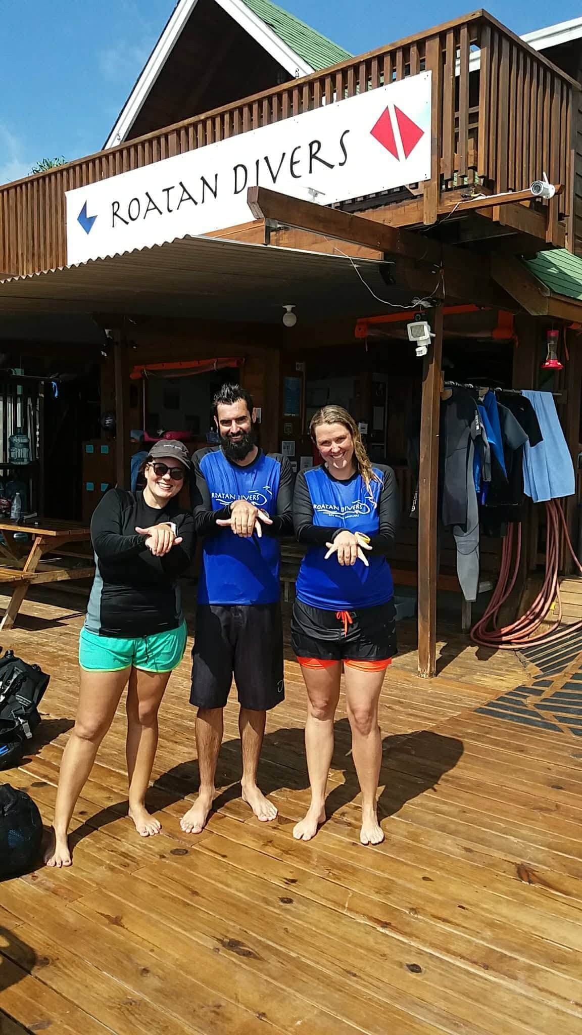 Callum and Melody saw their very first hawksbill turtle and they LOVED it!finish their Open Water.
