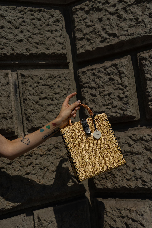 barcelona-blogger-street-style-slip-dress-strappy-sandals-handmade-Portuguese-reed-baskets-fashion-blog-01.jpg