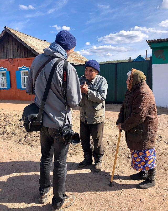 Chatting with the friendly people in the little villages along the #transsiberianrailway before making a portrait of Vladimir and Dora. Photo by @sjohnsontennant #filmschool #analogphotography #iphone #travelphotography #russia #siberia