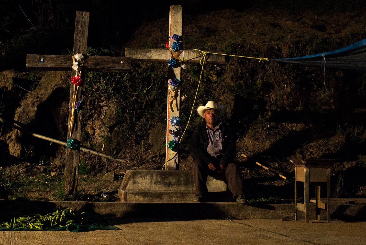 Dia_de_los_Muertos_Man_sitting_crosses_Day_of_the_dead_DOD_Oaxaca_photo_workshop-62.jpg