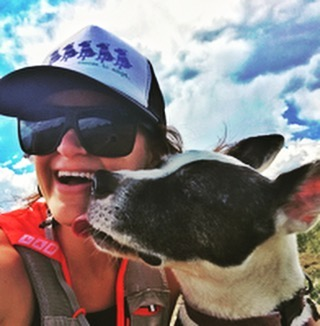Happy pups are the best hiking companions! #healthyhabitschallenge #workoutbuddy #rumblesum