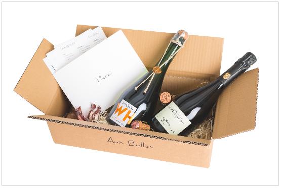 Abonnement Box, samt Flaschen und Beilagen (JPEG / CMYK / 5760x3840, 8,2MB)