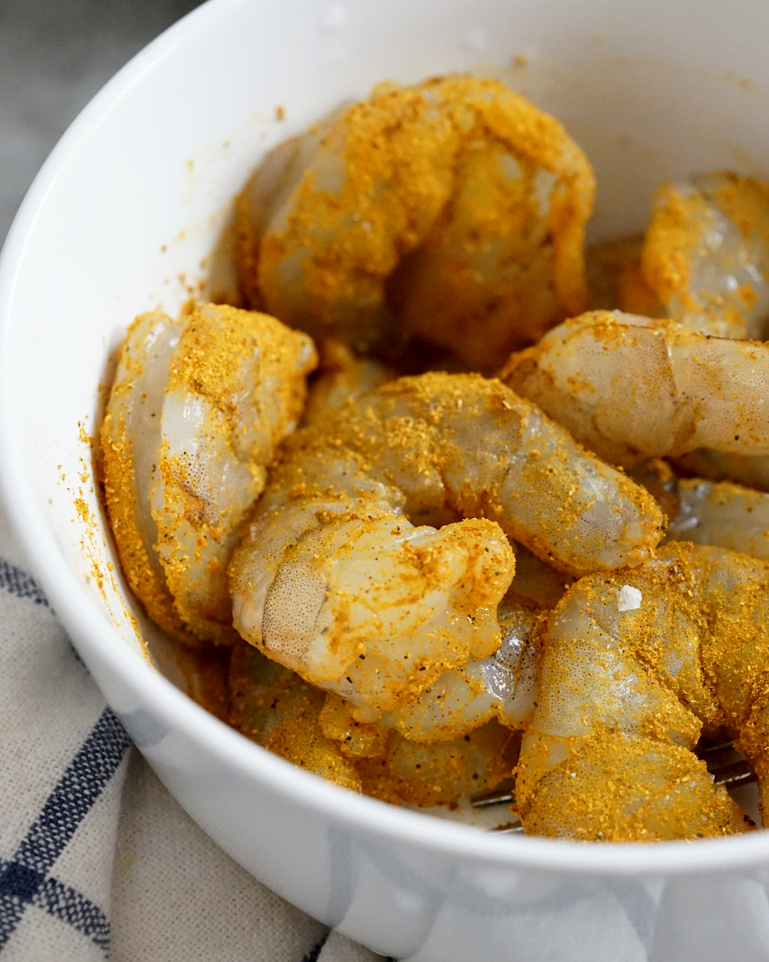 Season the shrimp with curry powder, salt and pepper
