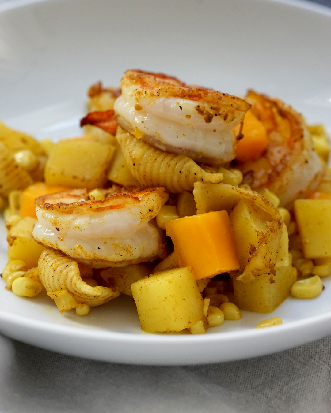 BrokeAndCooking_CurriedCornShrimpPasta_6604.jpg