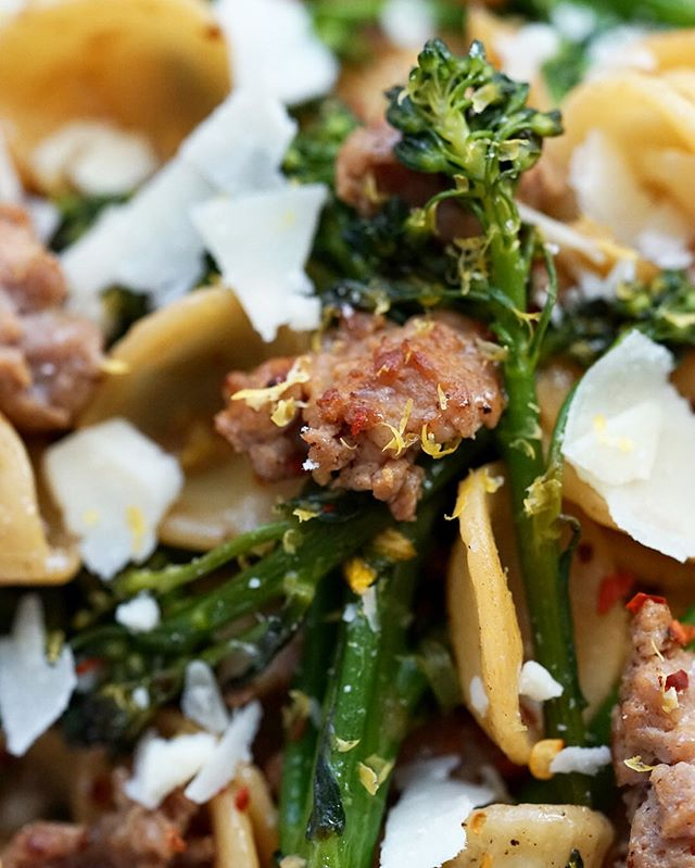 One pan meals are a regular in my home - their convenience is unmatched. This week's recipe comes together in under 20 minutes. A hearty pasta toss that somehow remains light enough for a warm summer night. Little ears of Orecchiette pasta are the perfect shape to cradle juicy morsels of sausage and Parmesan cheese. Tender stalks of broccoli rabe bring some crunch to the party, but can be subbed with anything you have on hand - kale, broccoli, spinach, or even peas 🥦 Find the recipe on the blog at #brokeandcooking .com