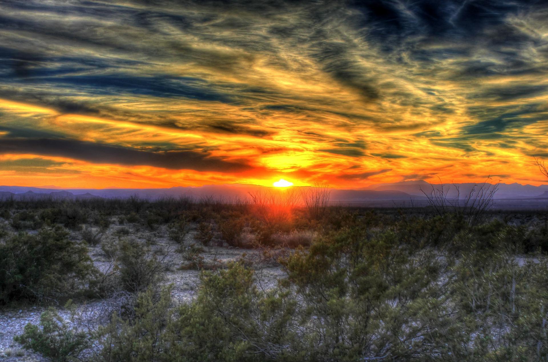 sunset-258930_1920.jpg